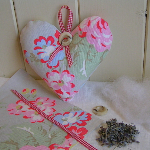 Lavender Heart Kit - Make a Cath Kidston Fabric Heart Hanger