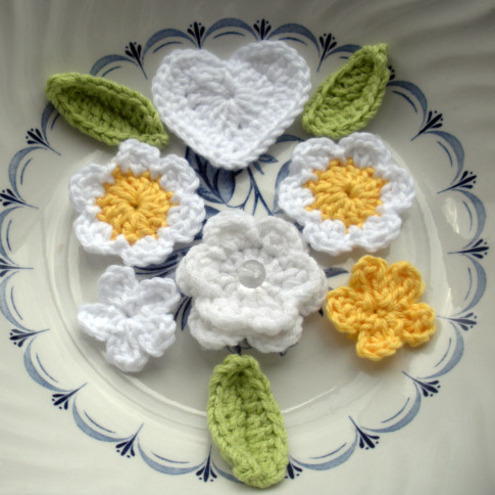 Crochet Posy of Daisies Flowers and a Heart by HeloiseV
