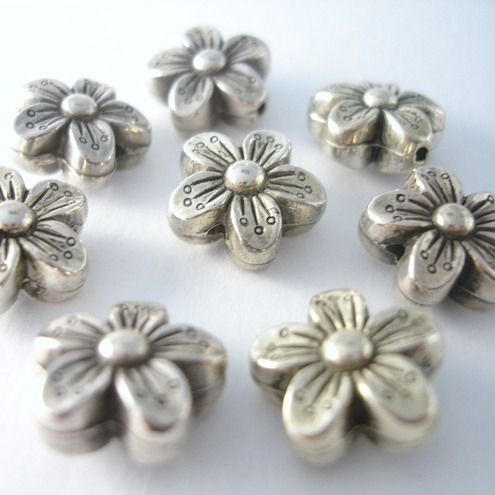 8 antique silver CCB flower beads for jewellery