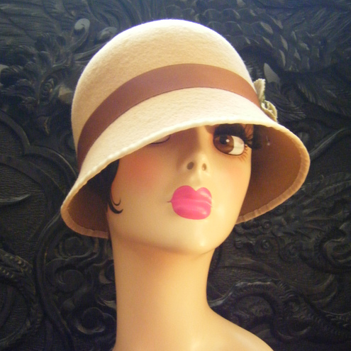 This is my homage to the hat Angelina Jolie wore in 'Changeling'.