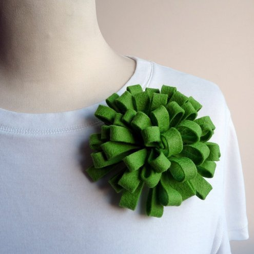 Green loopy corsage