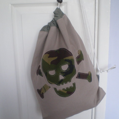 MinXtures Camo Skull and crossbones drawstring bag