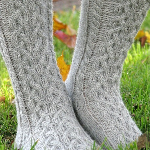 Cable Knit Sock Pattern : FREE KNITTING PATTERN KNEE HIGH SOCKS - VERY SIMPLE FREE KNITTING PATTERNS