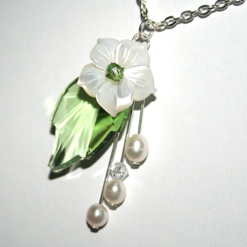Swarovski peridot leaf and flower pendant