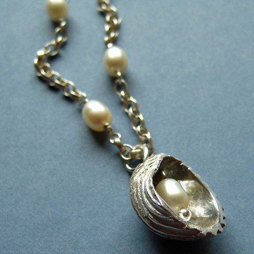 Large Shell Pearl Necklace