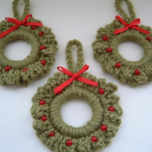 Crochet Ornaments : CHRISTMAS CROCHET WREATH - Crochet - Learn How to Crochet