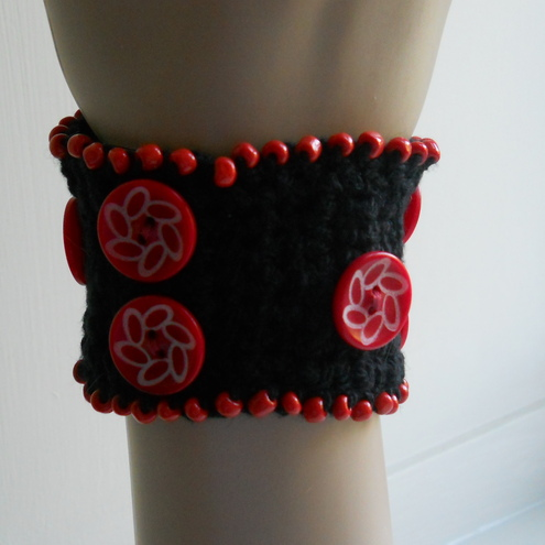 Beaded cuff bracelet - chilli red=