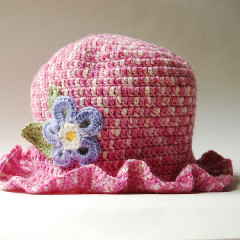 Girl's Woolly Hat with Lacy Brim in Pink and Cream