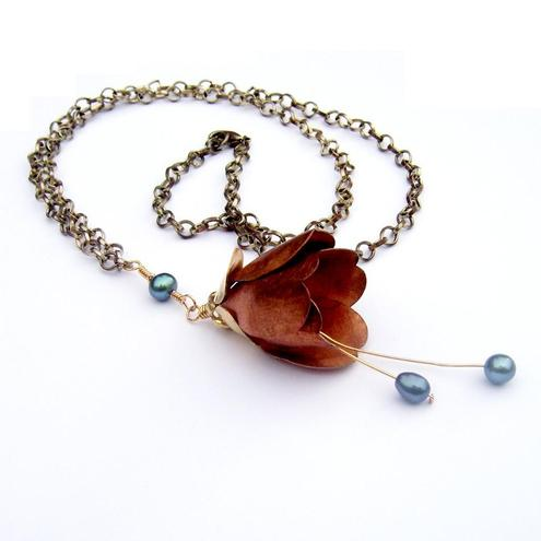 Necklace Copper bud and blue fresh water pearls
